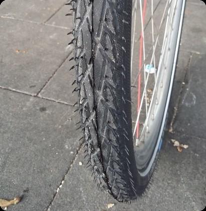 ドイツ タイヤがパンク 自転車