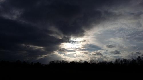 3月 ドイツの空 お日様 雨雲