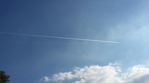 6月 ドイツ 空 飛行機雲