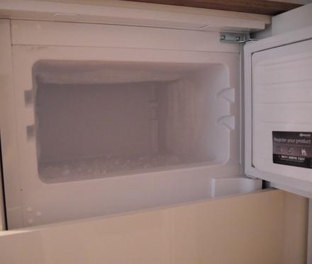 ドイツ、冷凍庫の霜取りをやってみた。